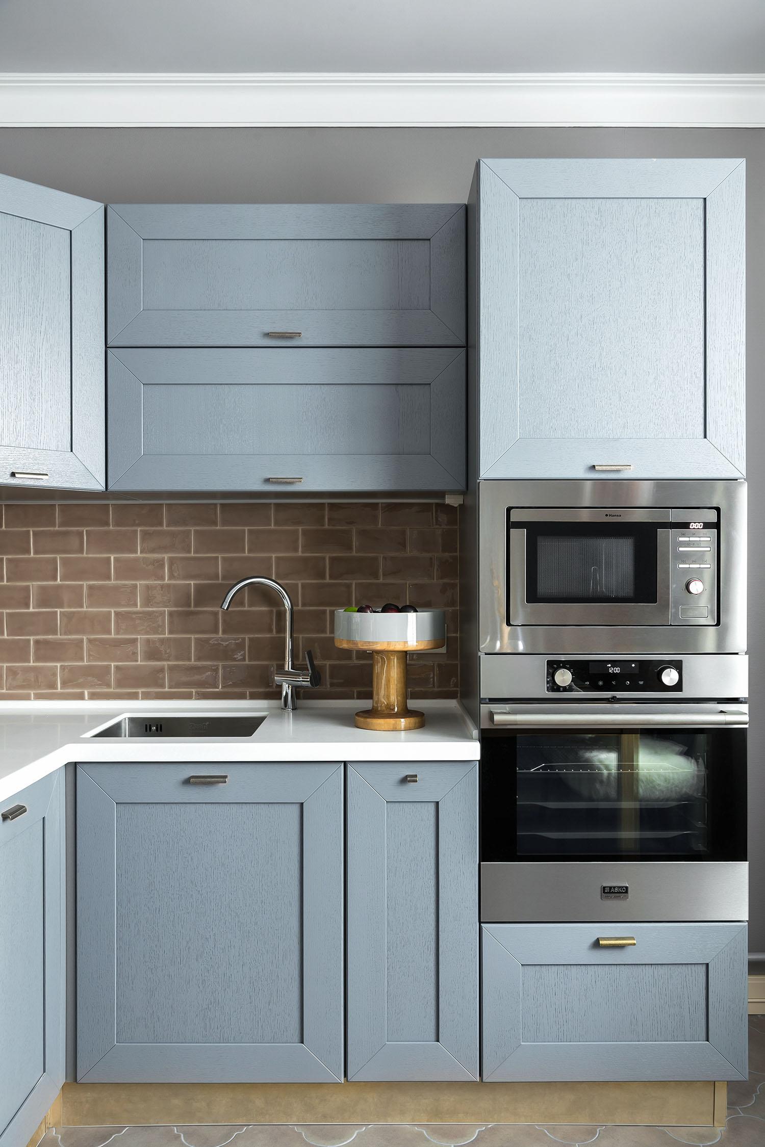 інтер'єр кухні в стилі сучасна класика