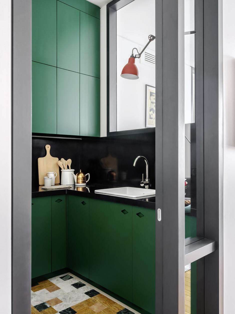 дизайн кухни студии с перегородкой